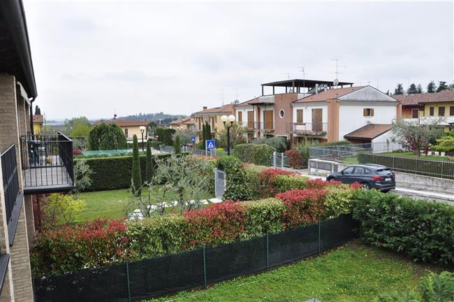 Blick zu den Garten von den Nachbarn, vom Südbalkon. Ferienwohnung Berto Lazise